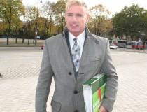 Martin Gstöttner mit den Unterschriften