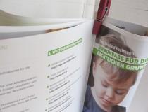"""Die Broschüre """"Ihr Kompass in die Karenz"""" zeigt sowohl die rechtlichen Möglichkeiten als auch Strategien zur Verhandlung im Betrieb"""
